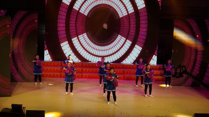 调整大小 水电集团三公司表演现代舞.JPG