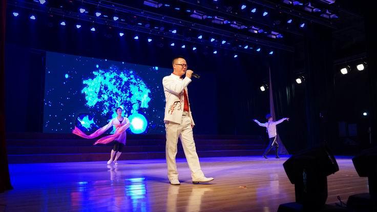 调整大小 龙安集团独唱表演《父亲》.JPG